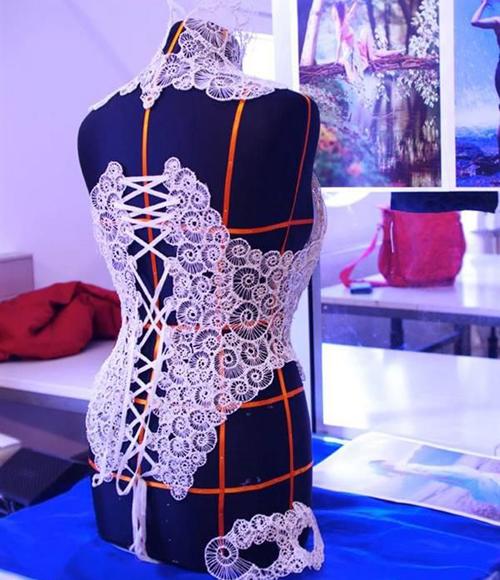 瑞士设计师用3d打印笔制华丽服装和紧身胸衣图片