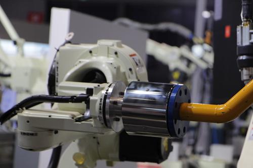 受低压电器工业转型带动